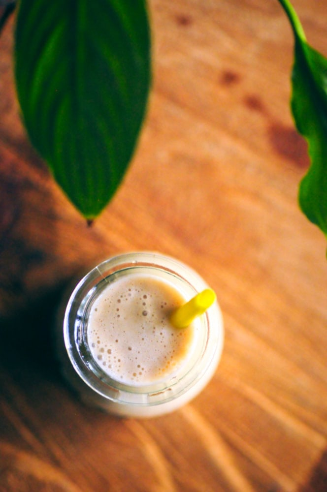 An easy, healthy and filling Cardamom Maca Walnut Smoothie that is gluten-free, vegan, has wonderful adaptogenic properties, and is ridiculously tasty! #maca #macasmoothie #cardamomsmoothie #walnutsmoothie #vegansmoothie