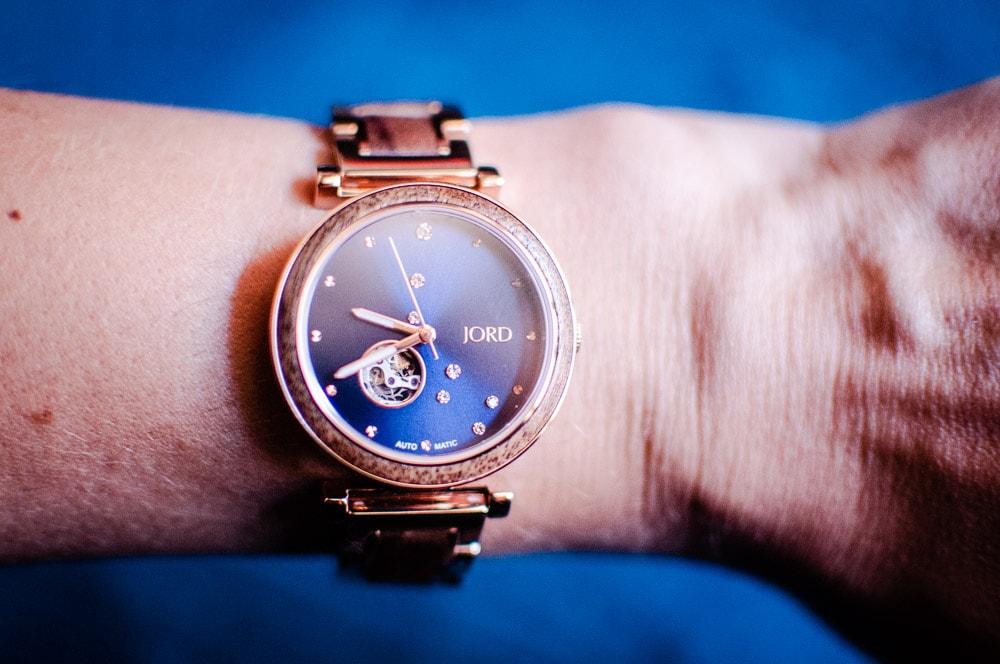 My review of Jord Watches' nature-inspired Cora Polaris self-winding automatic modern watch with a wood & metal constellation design in Walnut & Midnight Blue. #JORD #JORDwatches #watch #watches #walnutwood #celestial #jewelry #JORDwatch #corapolaris #walnutandmidnightblue