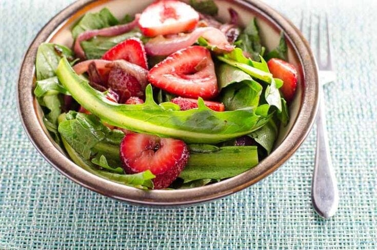Dandelion Salad with Balsamic Strawberries and Onions 780 Umami Girl